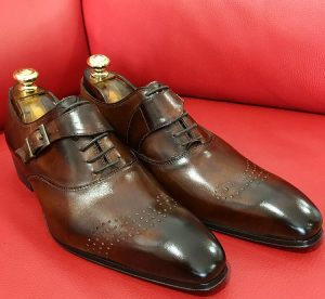 Formal zone buckle and laces shoes