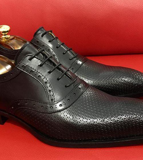 Formal zone laces mat-shaped design black shoe